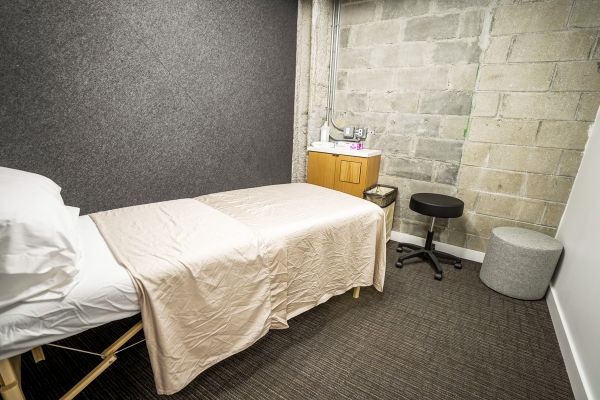 Private room for massage therapy at physical therapy clinic in Tribeca, Manhattan